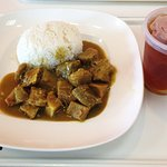 """""""L5"""" - Curry beef brisket with rice and ice tea"""