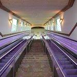 Rolltreppe zum Panorama-Saunagarten