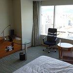 西向きの部屋から日中の広島駅を望む