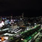 西向きの部屋からの夜景(工事中の広島駅、右はホテルグランビア)