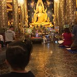 Photo de Phra Si Ratana Temple (Wat Yai)