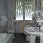 Niente doccia, vasca da bagno scivolosa e allagamenti quando veniva usata