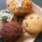 orange/date scone + cookies to go