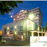 Rutherford Hotel Nelson night