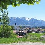 Schlitte-Hitte, Blick über Ofterschwang auf die Oberstdorfer Berge