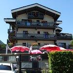 façade de l'hôtel et terrasse