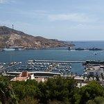 Ausblick auf Cartagenas Hafen vom Hügel des Castello de la Concepcion