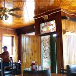 Rustic decor, good food, drink and a comfortable atmosphere.