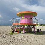 """Der Strand mit """"Baywatch"""" Hütte"""