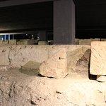 Blick auf die Fundamente des Ehrenbogen