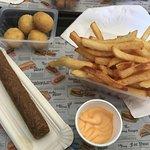 moyennes frites, fricandelle, boules jalapeno