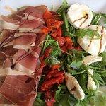 Foto van Mezzaluna's Restaurant & Pizzeria