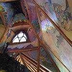 O andar de cima do restaurante com as fotos da construção do lugar.