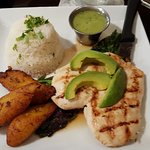 Avocado chicken with plantains and white rice.