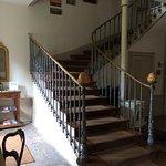 Les escaliers qui mènent à l'étage