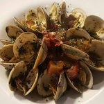 littleneck clams sauteed w/vermouth, shallots, garlic, oregano & tomatoes, served over linguine