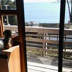 cocina, salida al balcón, vista mientras preparas los alimentos.
