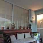gemütlicher Loungebereich / Eingang Hotel