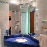 Holiday Inn Express - Bathroom