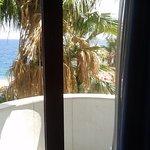 Finestra e balcone dell'albergo