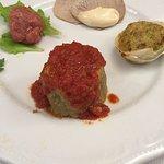 Gli antipasti, la lasagna leggera Parmigiano e prosciutto ed il coniglio alla ligure