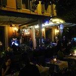La terrasse du Harry's bar le soir.
