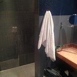 Geräumige Dusche für zwei mit Regendusche
