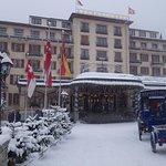 Großzügiges Hotelgelände, wunderschön auch im Winter, Gäste werden  mit der Kutsche vom Bahnhof