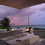 Photo de Zulum Beach Club + Cabanas