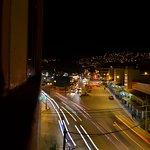 Me toco vista a la calle, y a la noche pude sacar esta linda foto.