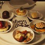 6 varieties dessert tasting plate