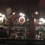 Un bar relativamente nuevo. Ha decaído en los pocos años que lleva abierto. Lo mejor, sentarse e