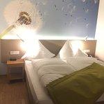 Diverse Eindrücke vom Hotel: Gang, Bar, Vinothek, Superior-Zimmer ...