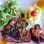 Leur steak de Thon poêlé au foi gras...