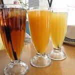 ice tea, jus d orange frais et jus d anans