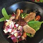 Salade de filet de canette et compote de figue au porto et 4 épices