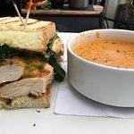 sandwich poulet et soupe tomate basilic