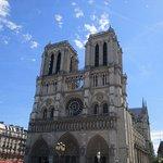 et tout cela, à 50 m de Notre-Dame de Paris
