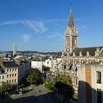 vue depuis ma chambre sur la place et l'Eglise Saint-Sever
