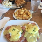 This place is awesome! I loved my eggs Benedict with the thin ham.