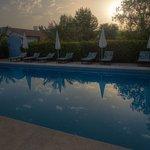 Sonnenaufgang am Pool