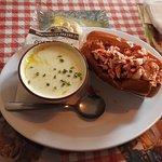 Soupe de Clams et Roll Lobster