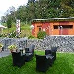 Außenbereich mit Sauna, Tauchbecken und Whirlpool
