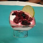 Mousse de citron glacée aux fruits rouges
