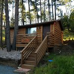 Photo de Whispering Pine Cabins