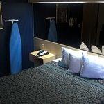 standard accessible room 1 queen bed