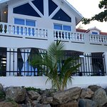 Tres Sirenas Beach Inn Image