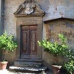porta della Cappella dentro al cortile