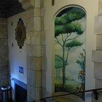 入り口付近の壁画