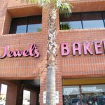 Foto de Jewel's Bakery & Cafe